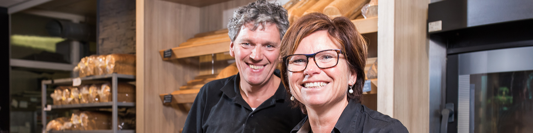 MEE sliderafbeelding - twee mensen in bakkerij